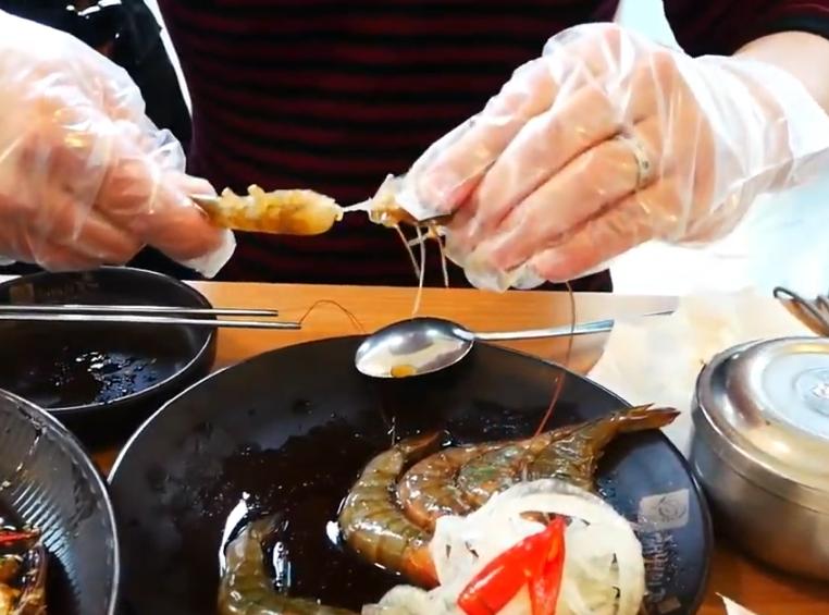 カンジャンセウの食べ方はとっても簡単!